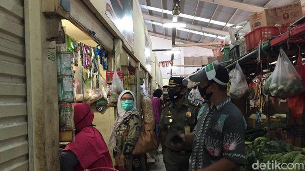 Pasar Gondangdia Dibuka Lagi, Pedagang Diingatkan Pakai Masker
