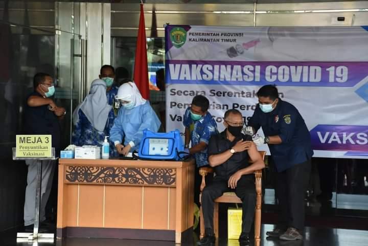 Wakil Ketua DPRD Kaltim Orang Pertama yang di Vaksin