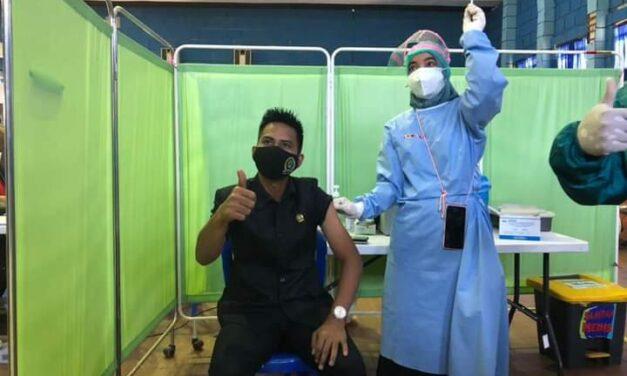 Tepis Keraguan Masyarakat, Sutomo Ikut di Vaksin