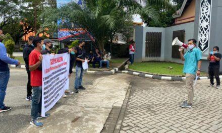 """Demo di Kantor DPRD Kaltim, Mahasiswa """"Gempur"""" Sampaikan Dua Tuntutan"""