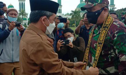 Bupati Kutim Sambut Kunker Kasdam VI Mulawarman di Helipad Bukit Pelangi
