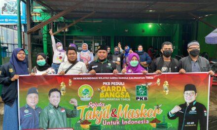 DPW PKB dan DKW Garda Bangsa Kaltim Bagi Takjil ke Pengguna Jalan