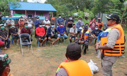 Meski Banjir, Pemerintah Kecamatan Tetap Beri Pelayanan pada Warga