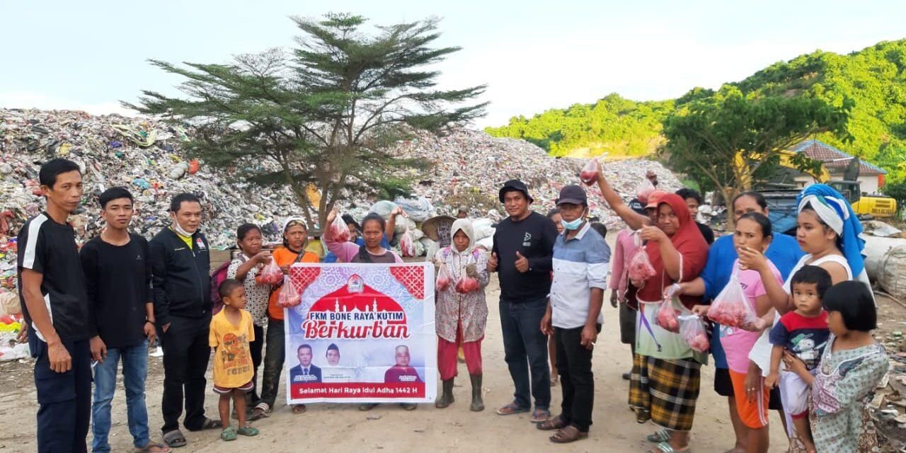 FKM Bone Raya Berbagi Daging Qurban di TPA Batota