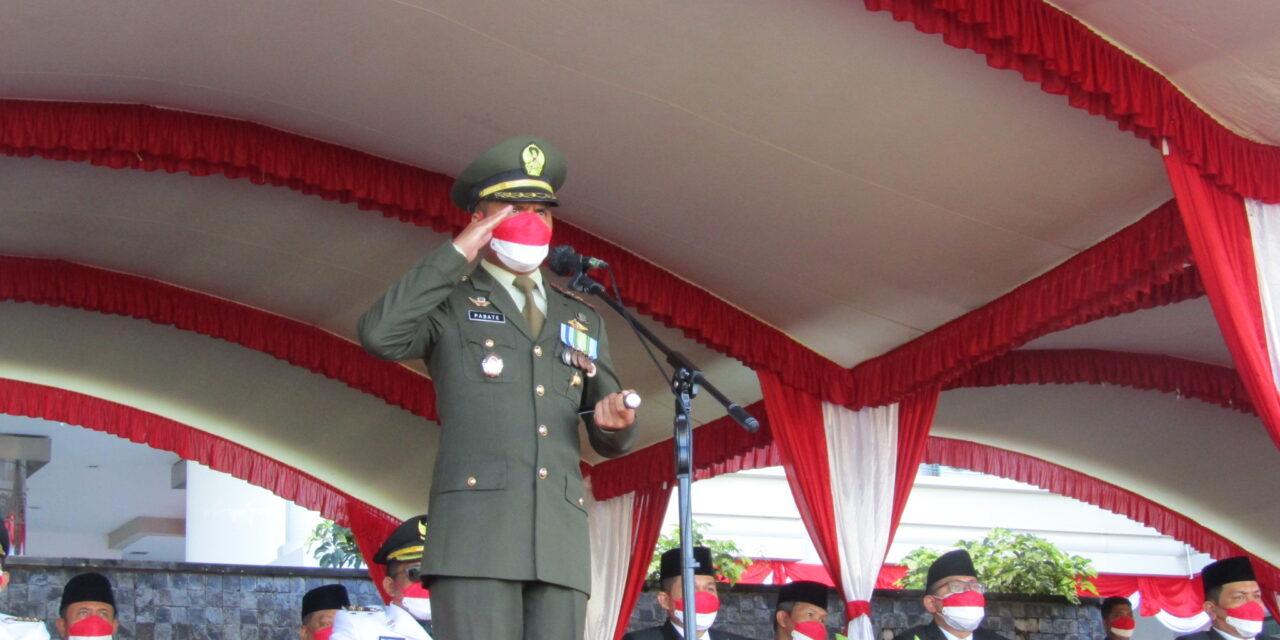 Upacara Penurunan Bendera di Kutim Berlangsung Khidmat