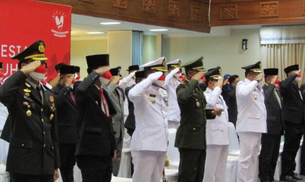 Bupati Kutim Ikuti Upacara Penurunan Bendera di Istana Merdeka Secara Virtual