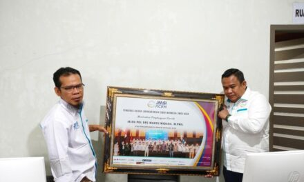 Ketua Umum JMSI serahkan penghargaan kepada Kapolda Aceh