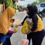 Wakil Ketua 1 DPRD Asti Mazar Bulang Berbagi pada Warga Isoman dan Pedagang Keliling
