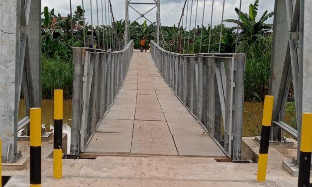 Mengurai Keterisoliran Desa di Kaltim, Anggota DPR-RI H. Irwan Bangun Jembatan Gantung Di Batu Ampar dan di Bengalon