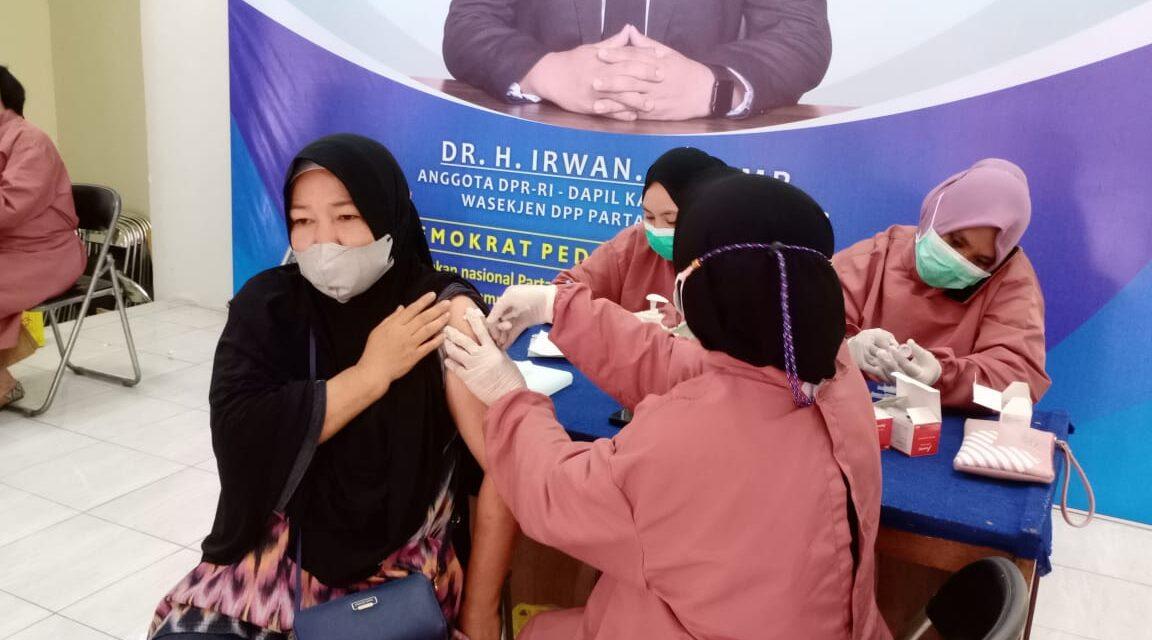 Anggota DPR RI Fraksi Partai Demokrat Gelar Vaksinasi di Kutim